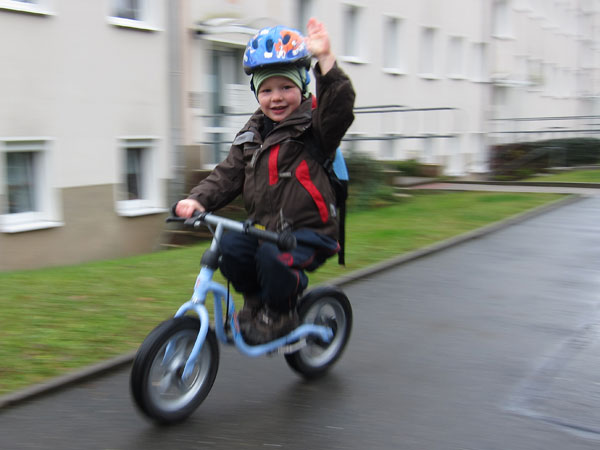 Felix mit Laufrad